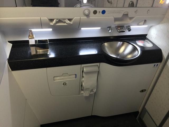 A380-Korean-Air-Classe-Economica-Banheiro2